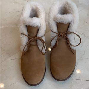 Like New Ugg Jeovana waterproof boots - chestnut